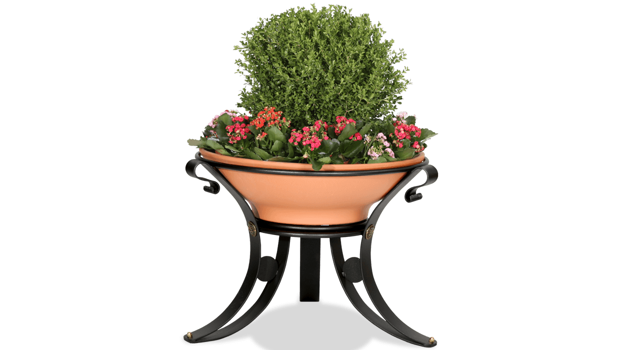 Metal flower pot and terracotta pot for Dalia urban design.